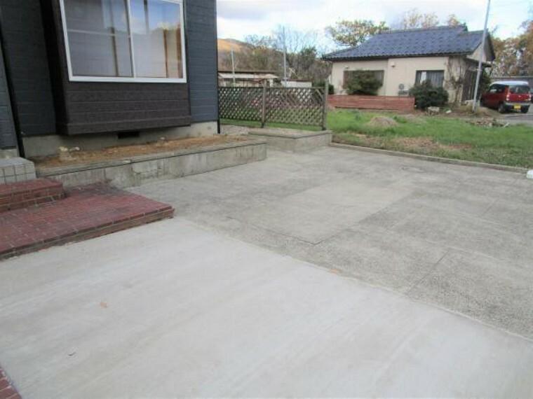 駐車場 【リフォーム済】駐車場を拡張し3台駐車可能になりました。ワンボックスやSUV、セダンも停めれますよ。