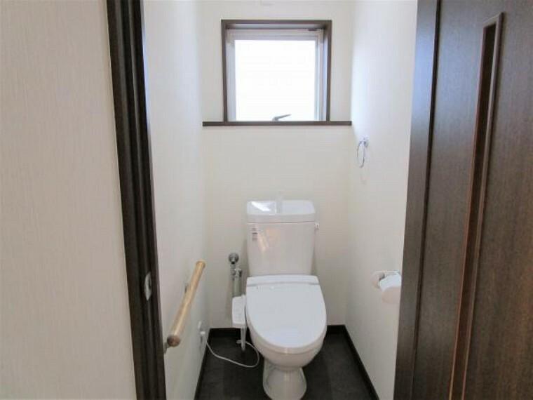 【リフォーム済】2階にもトイレがございます。新品に交換をして壁、天井はクロスの張り替えを行い床はクッションフロアを張り替えました。