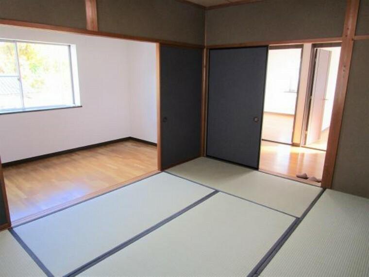【リフォーム中】2階の和室です。畳の表替えを行いました。襖、障子を張り替え、続きの洋室部分はクロスの張り替えを行っております。