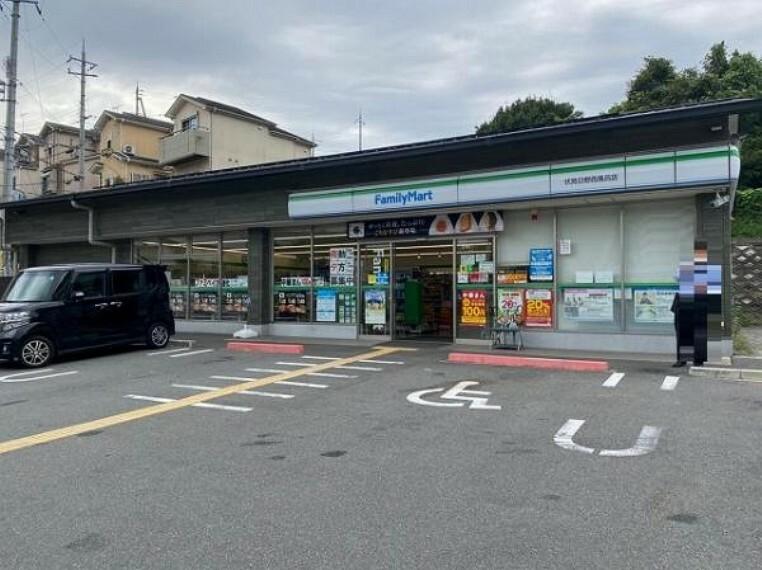 コンビニ ファミリーマート 伏見日野西風呂店
