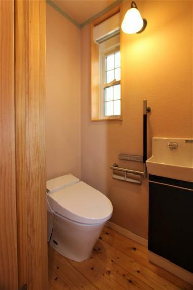 トイレ 温水洗浄機能付きのトイレです。