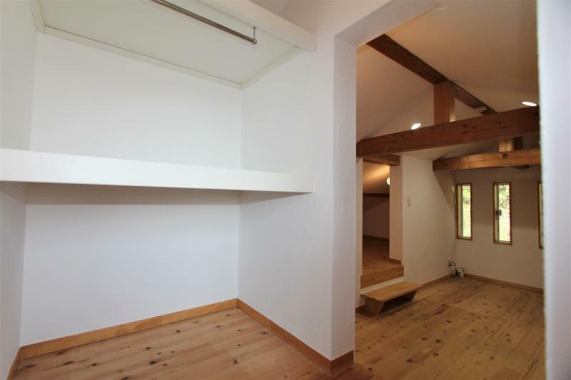 収納 2階洋室前の収納スペース
