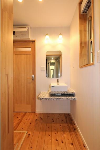 洗面化粧台 おしゃれな洗面室です。