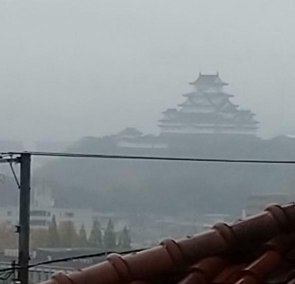 眺望 ウッドデッキから見える姫路城。晴れた日はもっと鮮明に見えます。