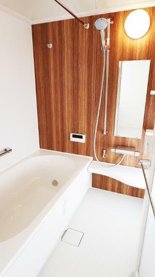 浴室 ゆったり浸かれる広い浴槽は1日の疲れが飛んでいきます!【施工例】