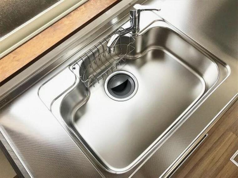 キッチン 「キッチン」料理や洗い物など幅広シンクは奥様に満足いただけそうです。