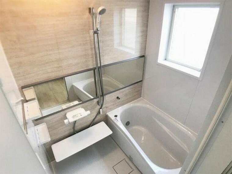 浴室 「浴室」ユニットバスを新品交換しました。一日の疲れをゆっくりとれる落ち着いた空間に仕上がっています。