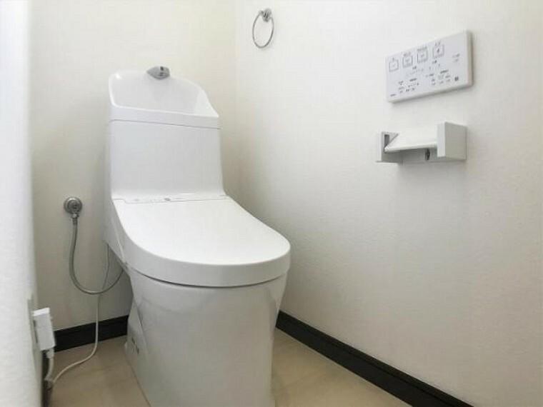 トイレ 「トイレ」気になるトイレは新品温水洗浄機付きトイレに交換済みです。