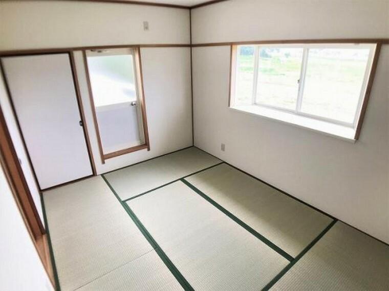 「和室」和室は天井・壁のクロスを貼替し、畳を表替え、襖を貼替しました。