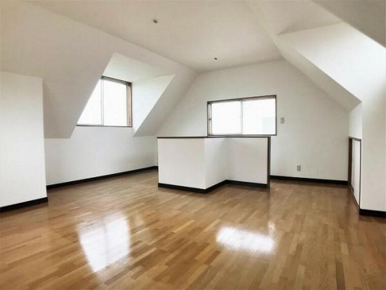 「3階洋室」3階洋室は天井が高いので明るく開放感があります。