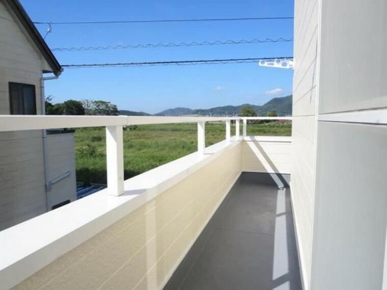 バルコニー 「バルコニー」バルコニーの床も防水塗装を実施しました。