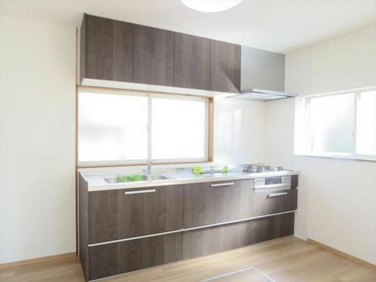 キッチン キッチンは新品交換しました。収納部はスライドキャビネットになっていて、重いお鍋の取り出しもラクラクですよ。