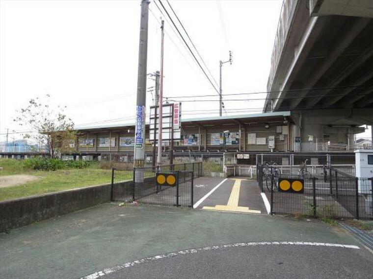 空港通り駅まで2300m、自転車で12分です。上りは太田、瓦町、高松築港方面へ、下りは綾川、琴平方面へ運行しています。
