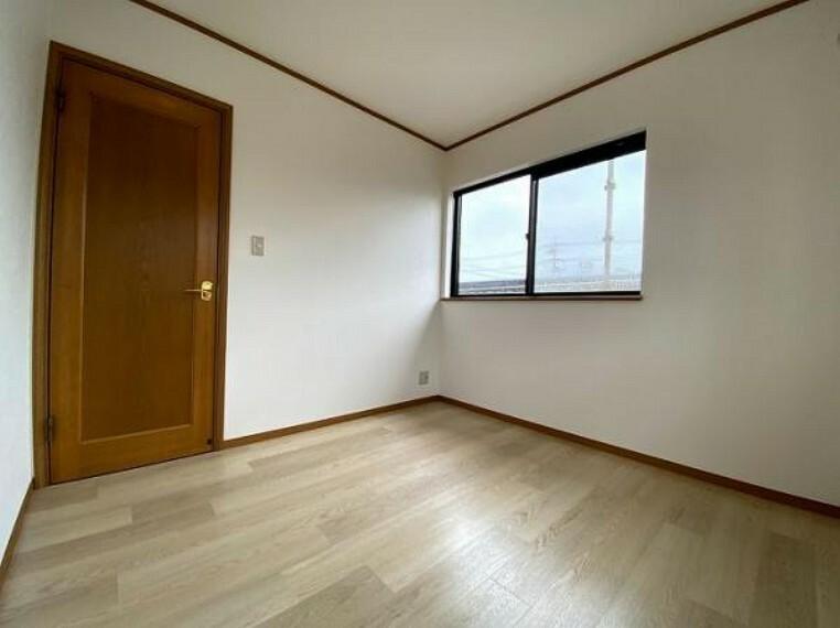 2階南東側約4.5帖洋室リフォーム済