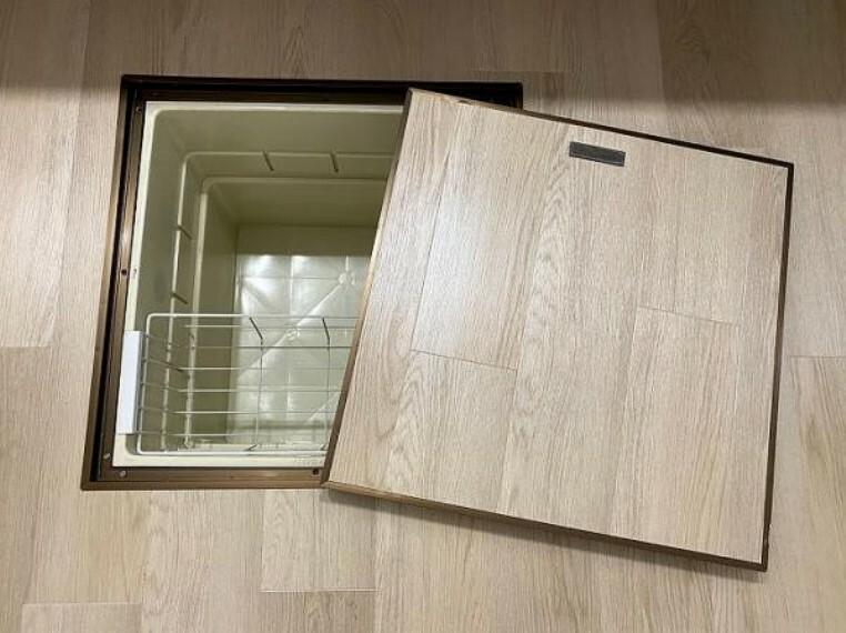キッチン キッチンスペースには床下収納スペースがございます