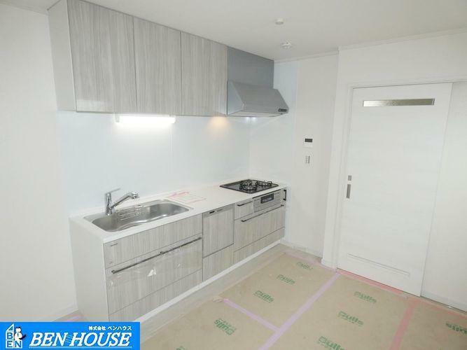 キッチン 【キッチン】 人気の対面キッチンはリビングにいる家族に様子を見守りながらお料理ができますね。