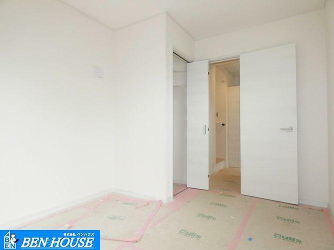 洋室 【洋室】 全居室、納戸に採光と収納スペースがあり、伸び伸びお部屋を使うことができます。