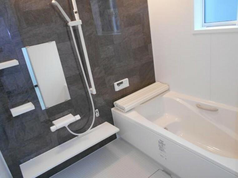 浴室 【浴室】ゆとりある浴槽で、日々の疲れを癒します。(新品交換済)