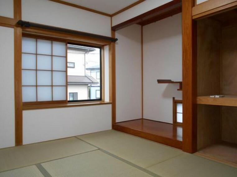 現況写真 【和室】床の間と押入れ付きのゆとりある和室。
