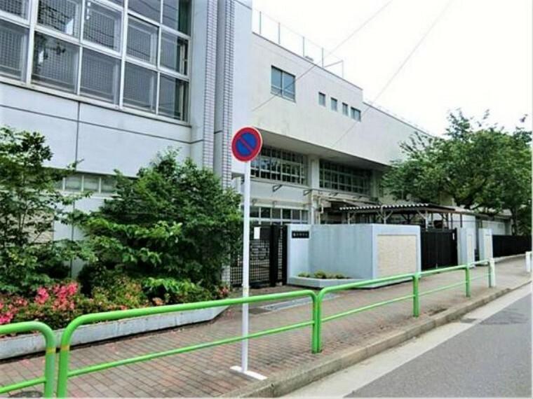 中学校 板橋区立桜川中学校:部活で遅くなっても安心な徒歩9分!(713m)