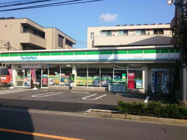 コンビニ ファミリーマート 桜川三丁目店:急な買い物にも便利な徒歩3分!(246m)