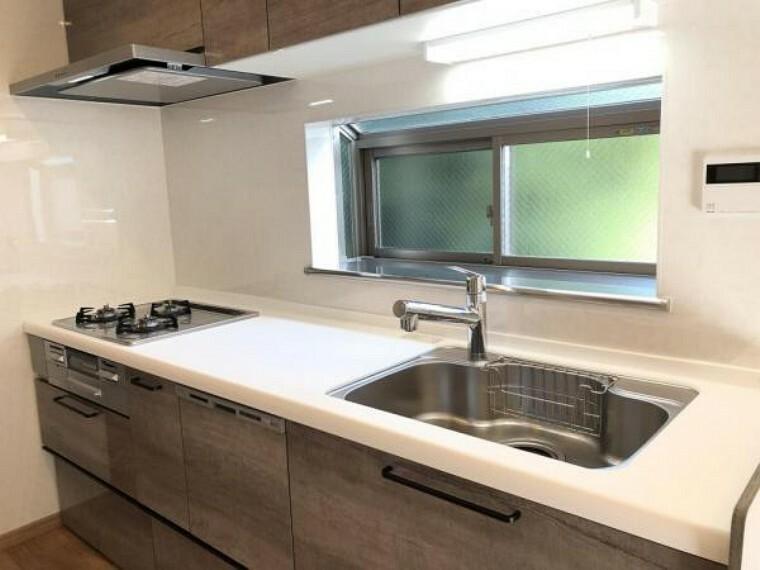 キッチン 食洗器付きの使いやすいシステムキッチンです
