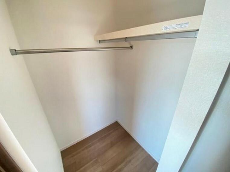 収納 可動棚を採用しており、お好きな高さに調整できるので、収納するものに棚を合わせれば、たくさん収納することが出来ますね!
