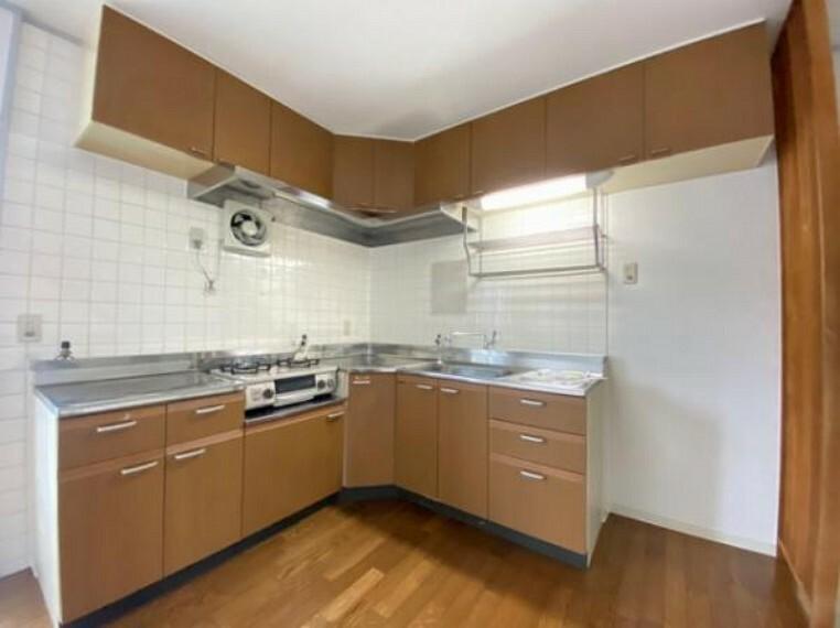 キッチン L型キッチンで家事がはかどりますね