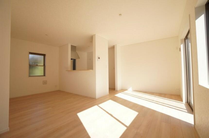居間・リビング 太陽の恵みを感じる温もりあふれる空間!!