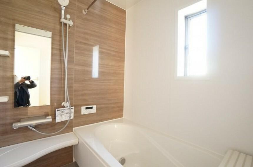浴室 雨の日のお洗濯に大活躍な浴室乾燥機付!広々浴室1坪タイプ!