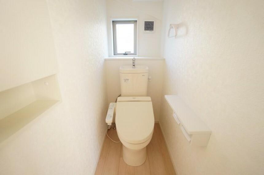 トイレ 水機能付きシャワートイレです!!