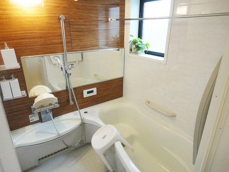 浴室 一日の疲れをホッと癒してくれる機能的で美しいバスルーム、お手入れもしやすくキレイを保てます、毎日心地よいバスタイムを