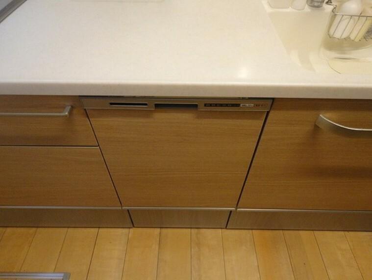 キッチン 忙しいミセスにうれしい食器洗乾燥機のあるキッチン。家事の時間を短縮してのんびりしませんか?