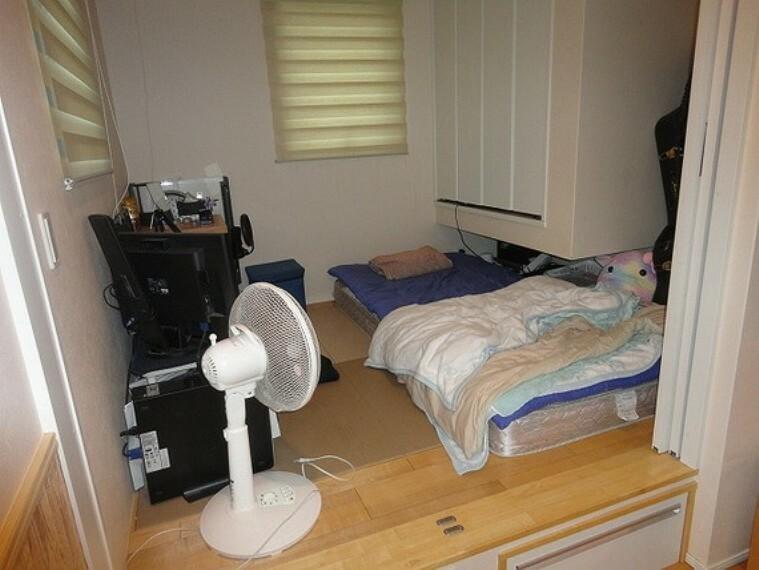 小上がり和室(3.7畳)はくつろぎの空間に!お昼寝タイムや家事室としても便利なスペースです