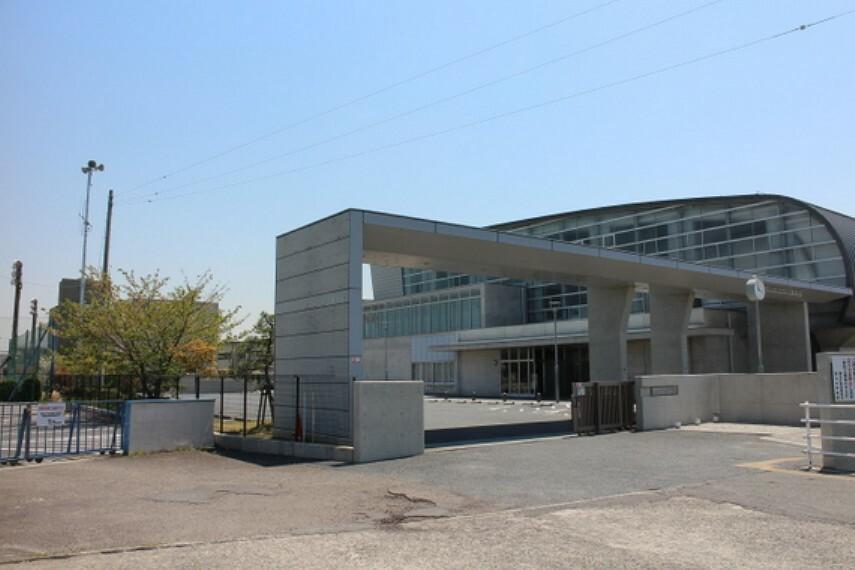 中学校 蟹江中学校まで徒歩約7分。(約500m)