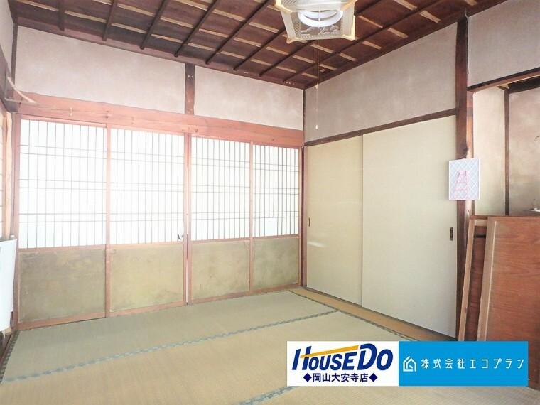 障子・襖・畳など日本独特の文化が詰まった空間である和室。昔ながらの趣がある和室があることで、日本の風情が漂います。