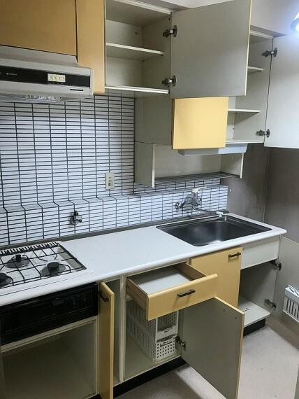 専用部・室内写真 キッチン収納です。
