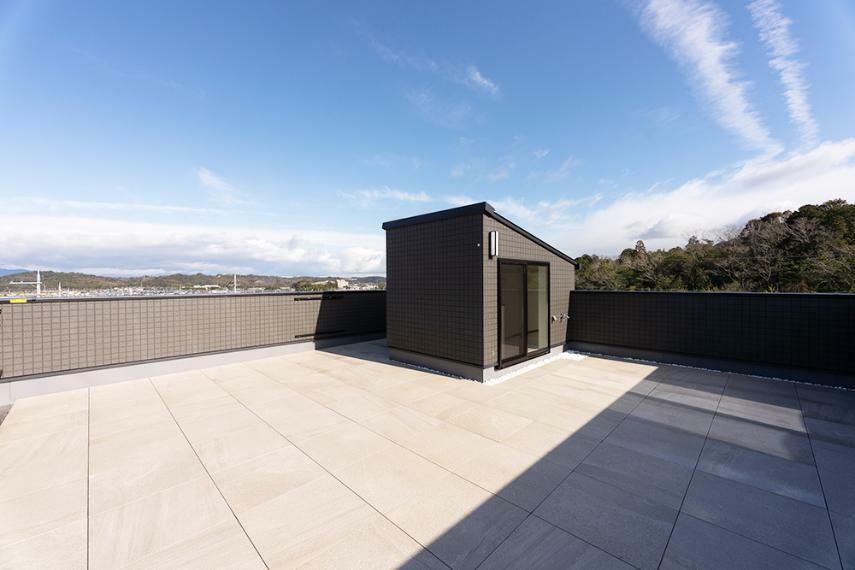 【のぞみが丘・関津 79号地モデルハウス】 79号地は屋上庭園のある家。自宅に居ながら、開放的な気分になれます。