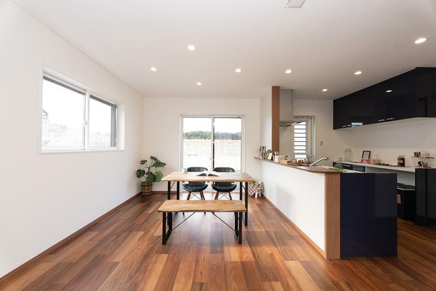 【のぞみが丘・関津 79号地モデルハウス】 北欧モダンな雰囲気がかわいい、キッチン・ダイニング。