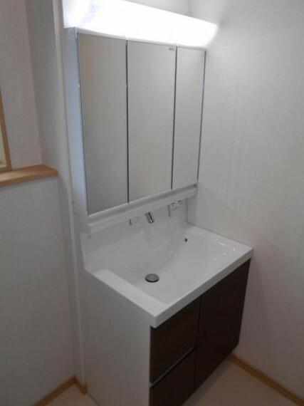 洗面化粧台 【洗面化粧台】鏡裏収納で、歯ブラシや洗剤類の収納にも〇