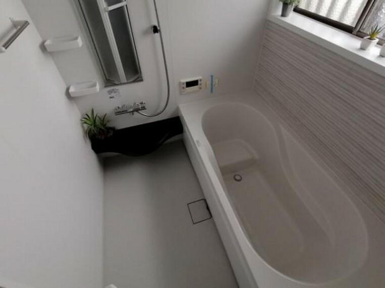 浴室 追い焚き機能付きの給湯器でバスタイムがゆっくりお過ごしいただけます