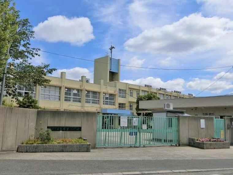 中学校 東香里中学校