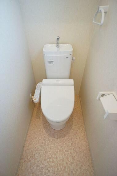 トイレ  温水洗浄便座付きの綺麗なトイレです