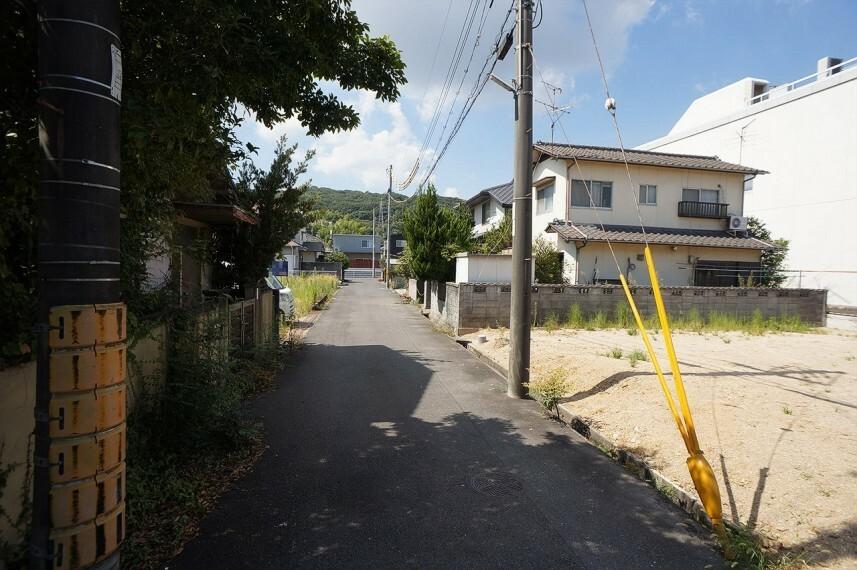 現況外観写真  前面道路の写真です