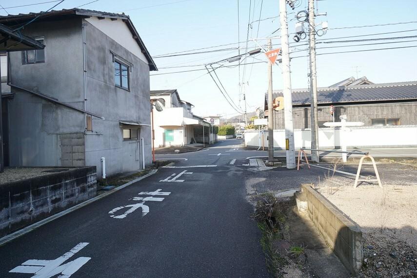 外観・現況  前面道路の写真です