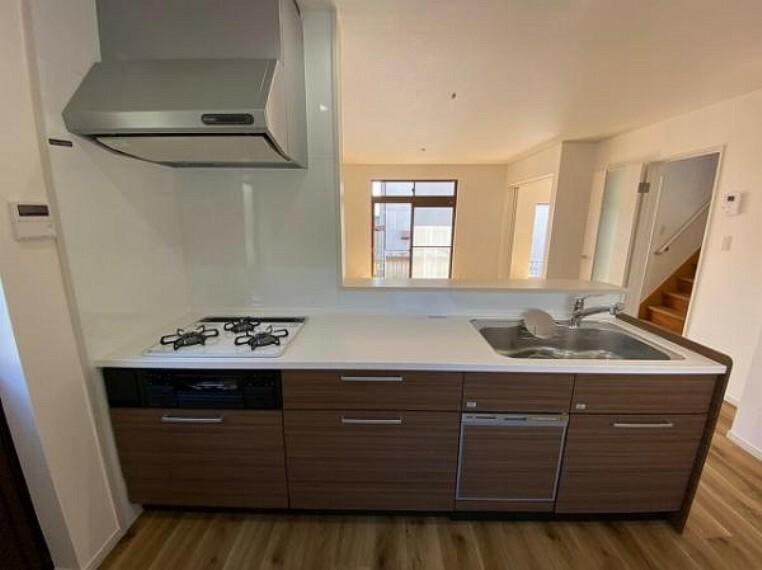 キッチン キッチンには床下収納がありストックの保管などにも便利