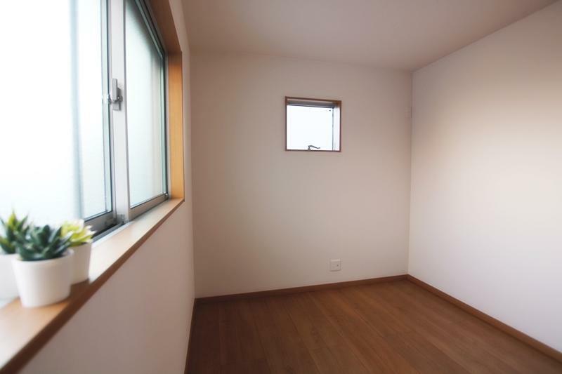 洋室 新築施工事例です。ご家族のパーソナルスペースを確保できる4LDK。お子様も一人部屋が持てます!
