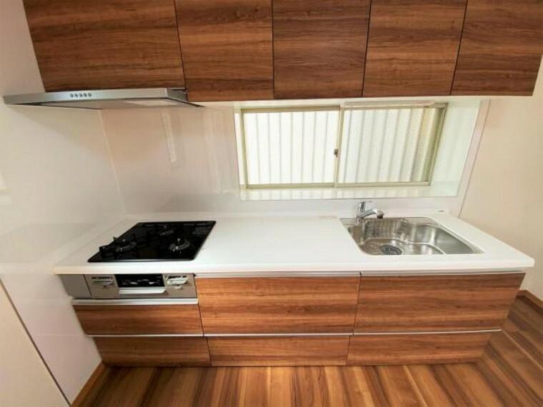 キッチン 交換済みシステムキッチン 作業スペースが広くとれるので、下ごしらえから盛り付けまでをスムーズに行えます!