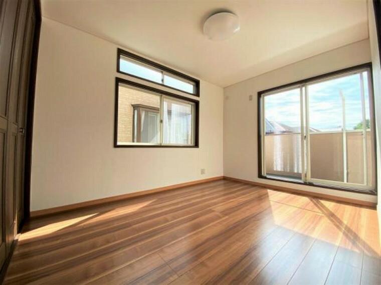 2F南東向き洋室(6帖) 全居室に収納があり、お部屋をより広く使うことができます