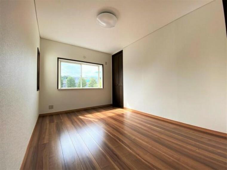 2F中央洋室(6帖) どの居室も明るく通風良好です